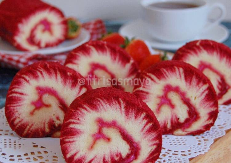 Hurricane Beetroot Swiss Roll Cake + photo step by step(#seninSemangat)
