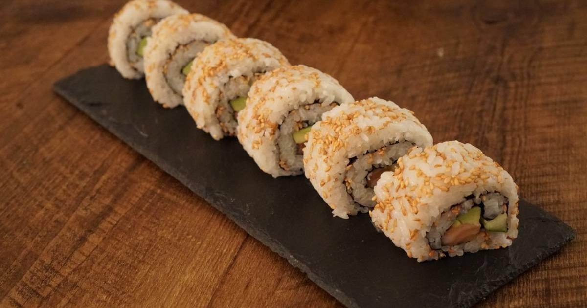 California Roll (Uramaki Sushi) Recipe by Kitchen Flowers - Cookpad