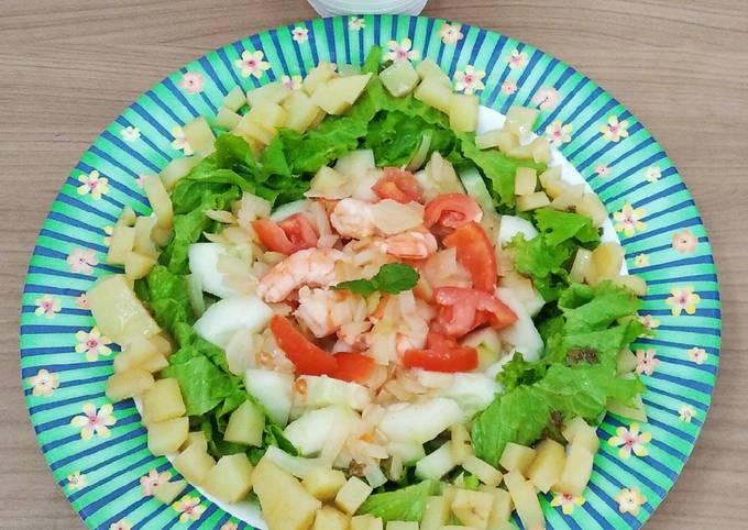 Salad sayur dan udang untuk diet