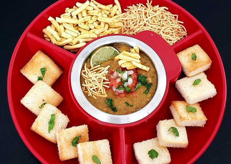 Simple Way to Make Perfect Misal fondue