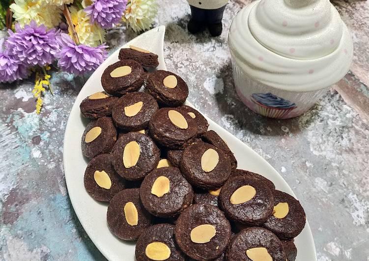 Almond choco cookies
