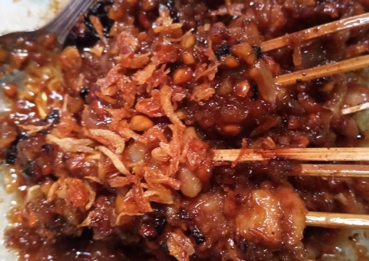 Sate kulit ayam bumbu kacang