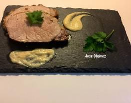Cinta de Lomo Cerdo con Mostaza de Dijon al horno y salsa de Mostaza