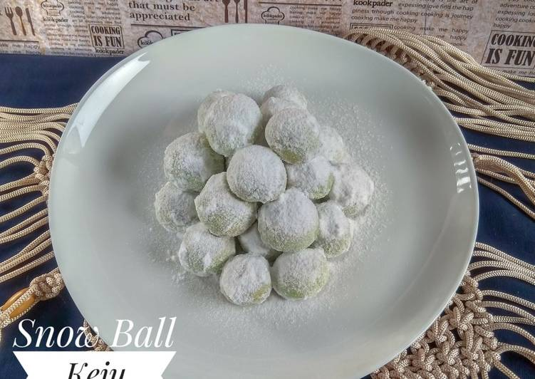 Snow Ball Keju Pandan