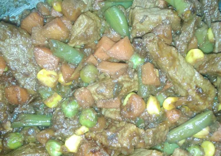 Beef Curry with Mixed Veggies