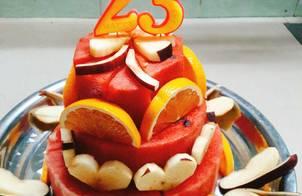 Tháp trái cây sinh nhật