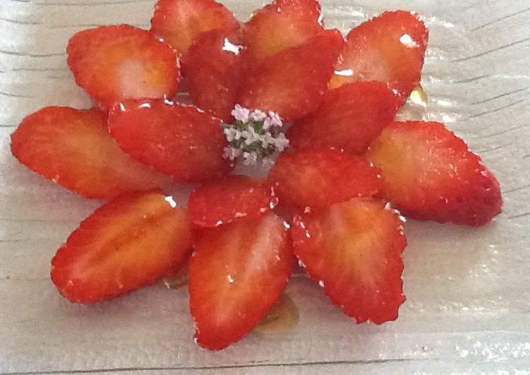 Carpaccio de fraises au caramel de citron