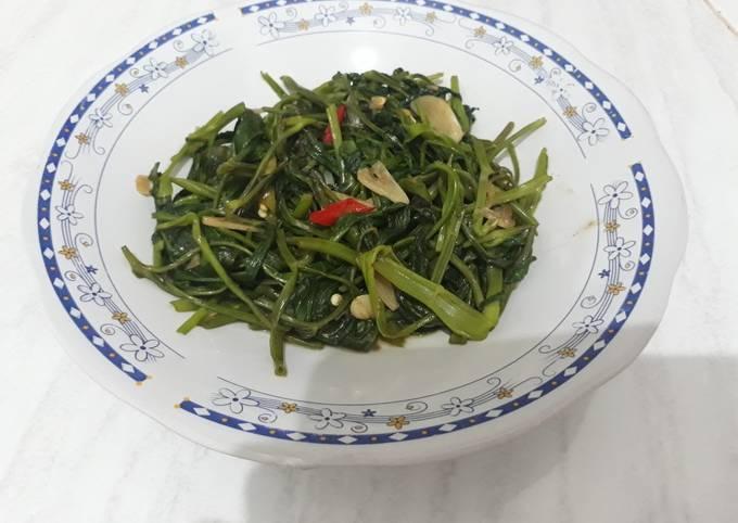 tumis kangkung saus tiram - resepenakbgt.com