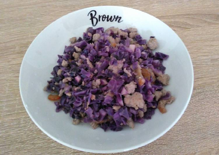 Simple Way to Prepare Ultimate 紫包菜炒肉碎 Stir-fried Red Cabbage with Minced Meat