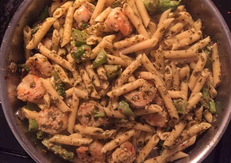 Pesto Shrimp with Pasta and Broccoli