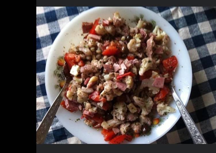 Salade de chou fleur au jambon poivrons tomates et olives