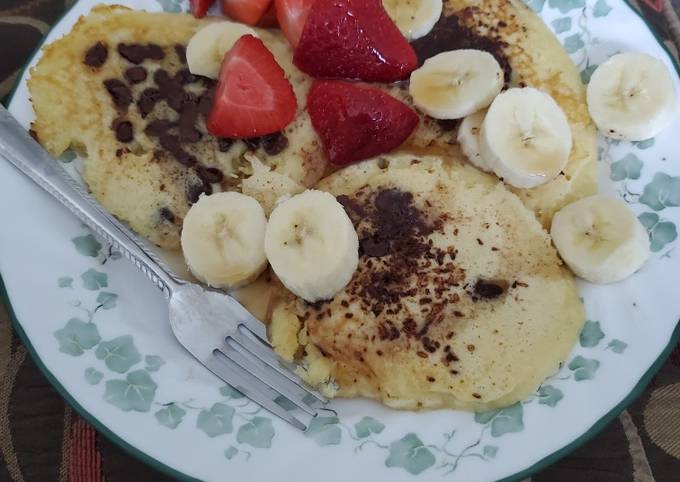 Chocolate Chip Pancakes With Fruit