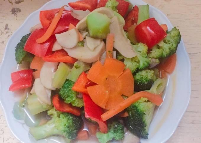 Stir fried vegetable in season (vegan food)