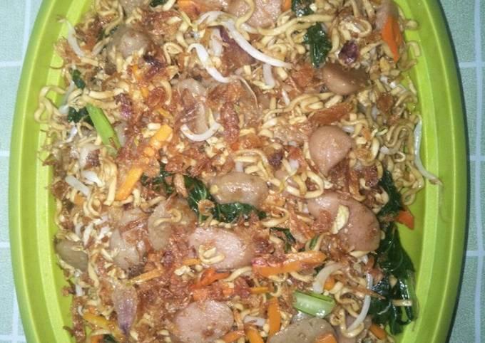 Mie goreng sosis baso & sayuran - projectfootsteps.org