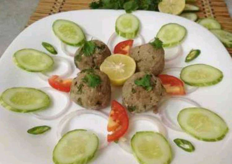 Steamed Meatballs with Salad