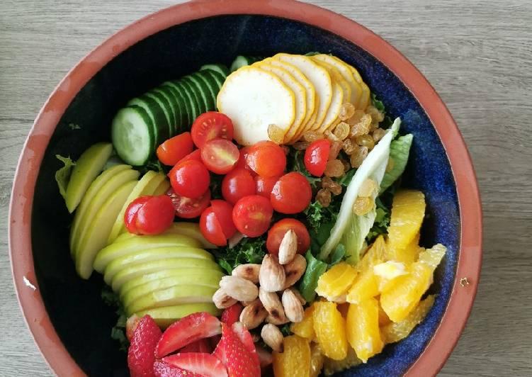 Kale, strawberries and Balsamic, citrus salad