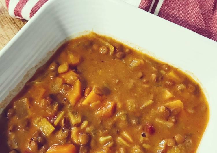 Lentejas exprés con verduras y boniato al curry y leche de coco