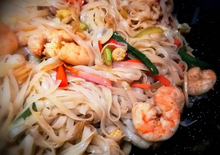 Gambas Chow Mein En Salsa De Ostras Con Noodles De Arroz Receta De Josevillalta Cookpad