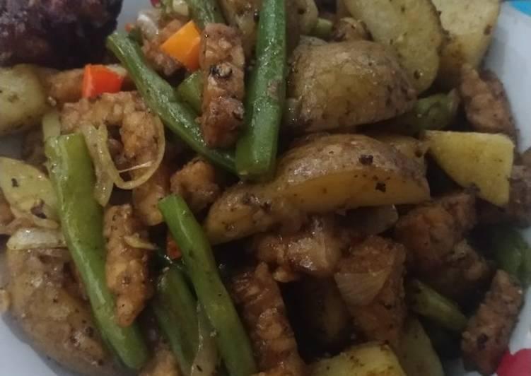 Oseng tempe, kentang, buncis, ayam saus tiram