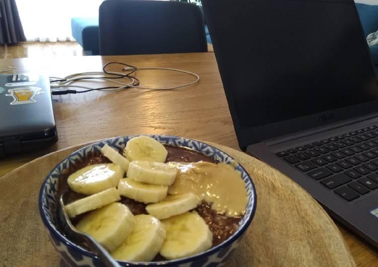 Cocoa-banana oatmeal