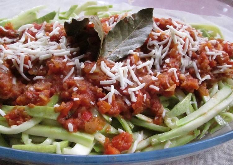 Espaguetis de calabacines con salsa de tomate diet