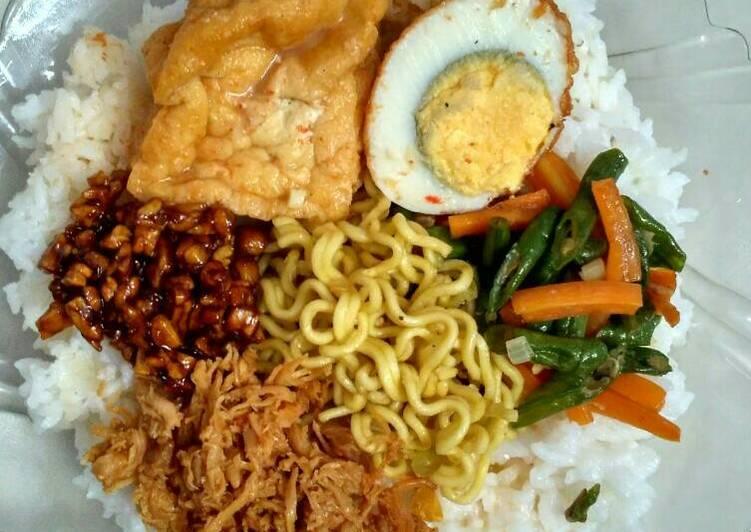Nasi Campur (Bumbu Rujak + Suwir Ayam Bali)