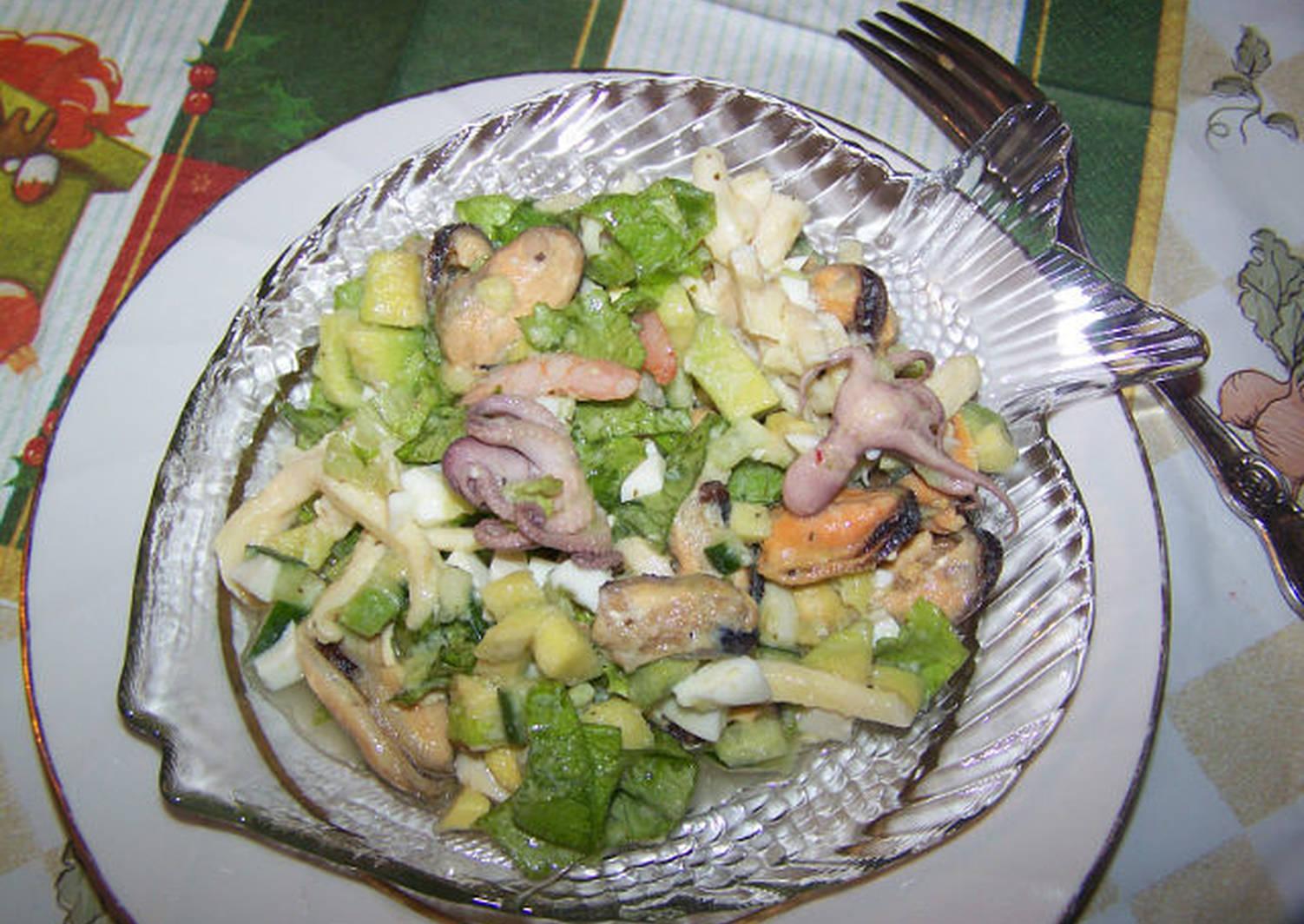 лужах салат морская фантазия рецепт с фото сочетается крутонами, гренками
