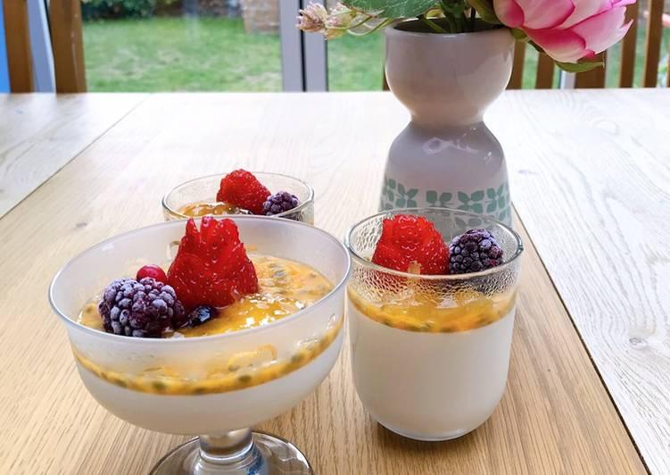 Fruit panna cotta