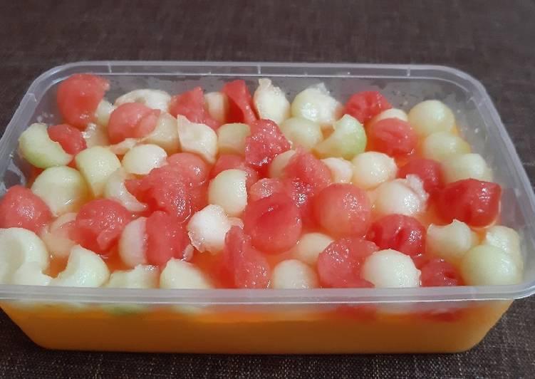 Puding susu with toping melon, semangka