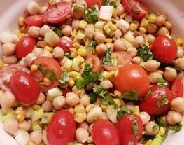 Ensalada de Garbanzos y Tomates Cherry
