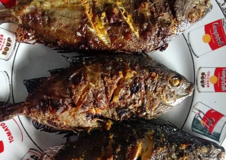 ikan bakar baronang bumbu kuning foto resep utama