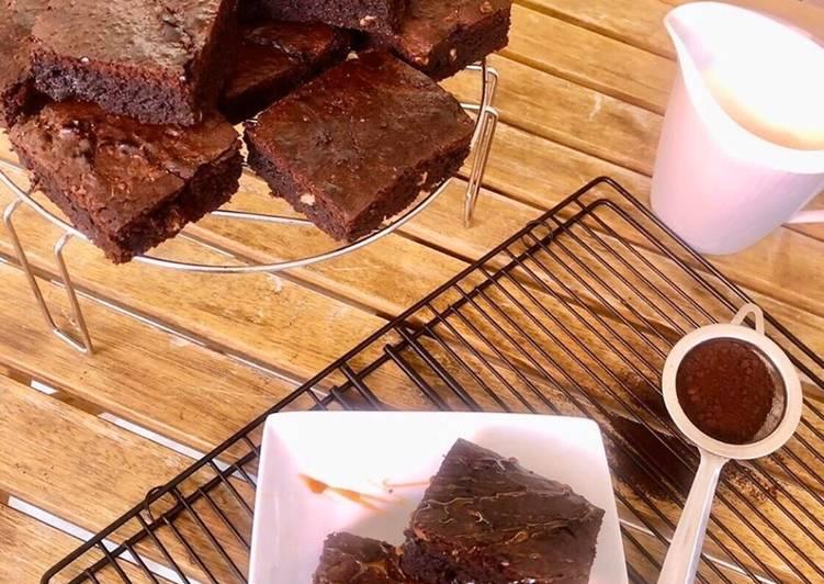 Recette Des Brownies moelleux classiques aux noix