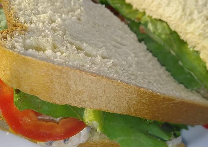 Simple club sandwich