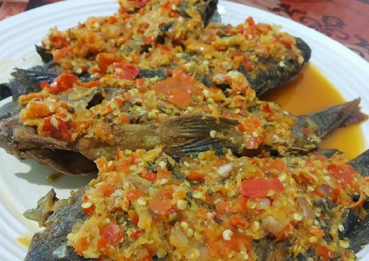 Mujair goreng sambal cobek