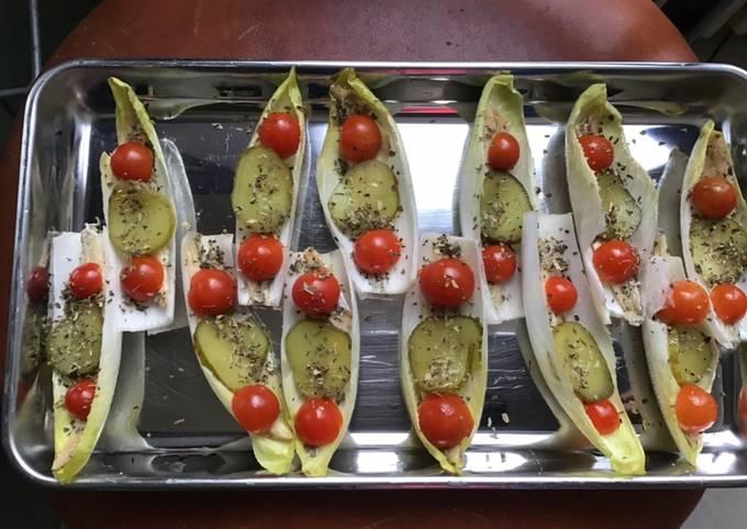 Barquettes d endives aux anchois tomates cerises et cornichons américains