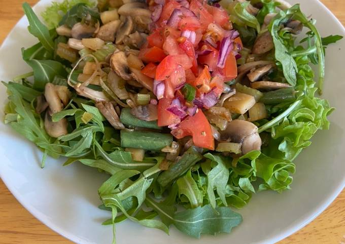Mushroom and green beans salad