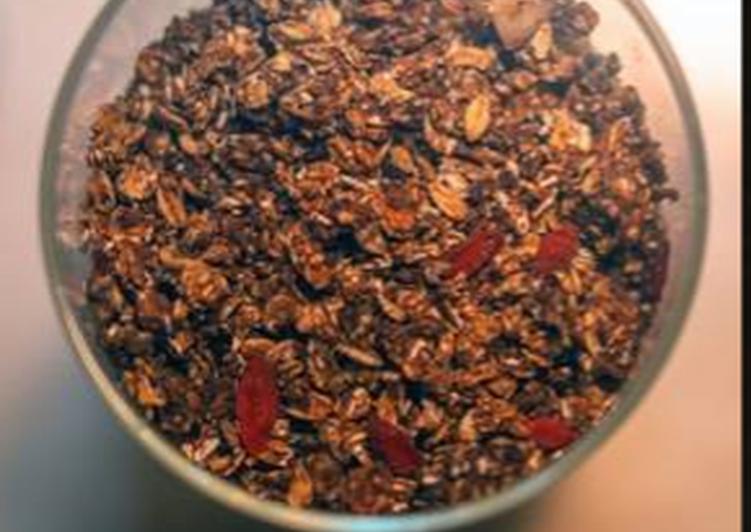 Ricetta GRANOLA CROCCANTE DI AVENA al Cioccolato con Frutta Fresca e Secca