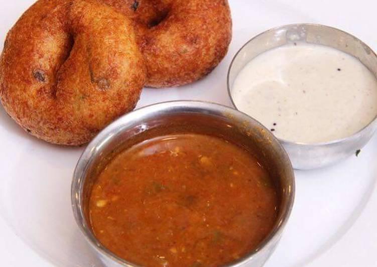 Vada with coconut chutney and sambhar