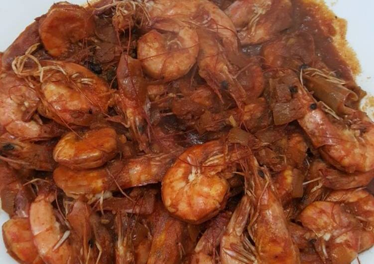 Shrimps with hot red sauce
