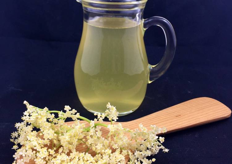 How to Make Appetizing Sirop de sureau