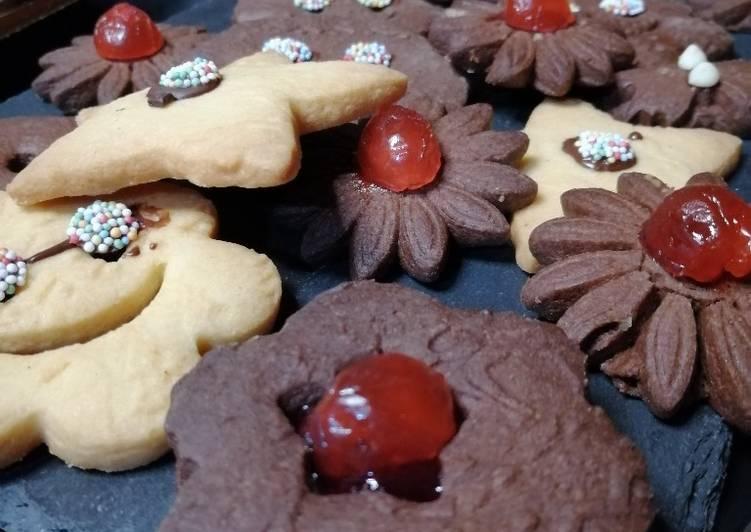 Biscotti di frolla al cacao e bianchi