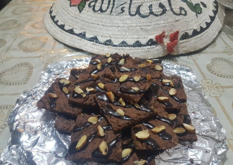 Date,chocolate and honey slices