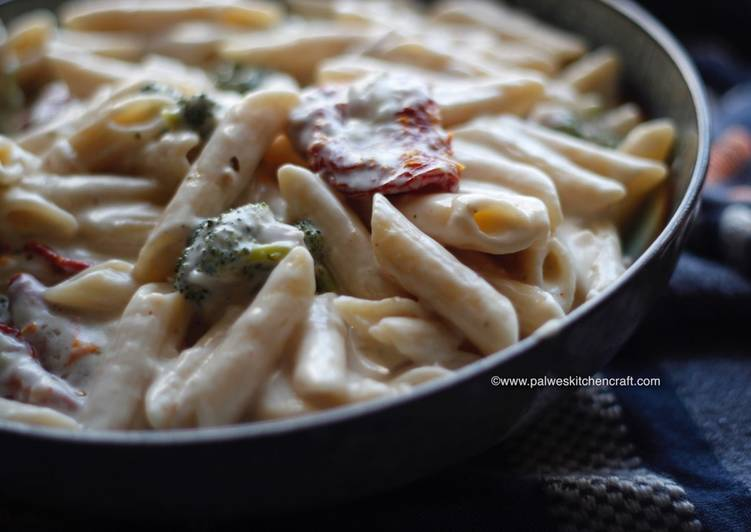 Vegetarian White sauce cream cheese pasta