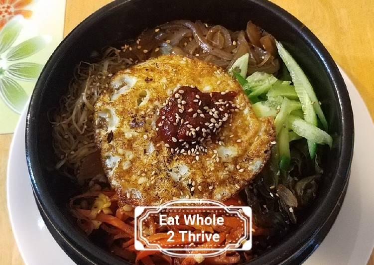 Bibimbap Korean stone pot mixed veggies over rice 韩式石锅饭