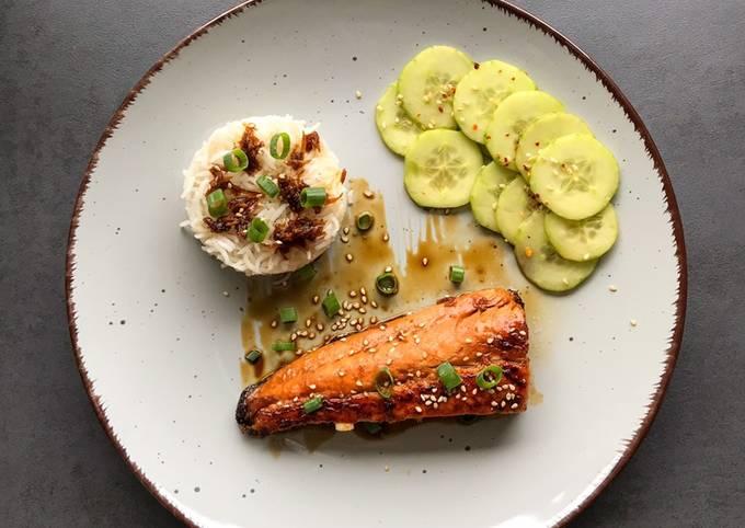 Teriyaki Lachs mit asiatischem Gurkensalat