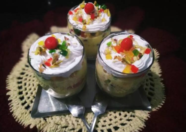 Fruits custard trifle