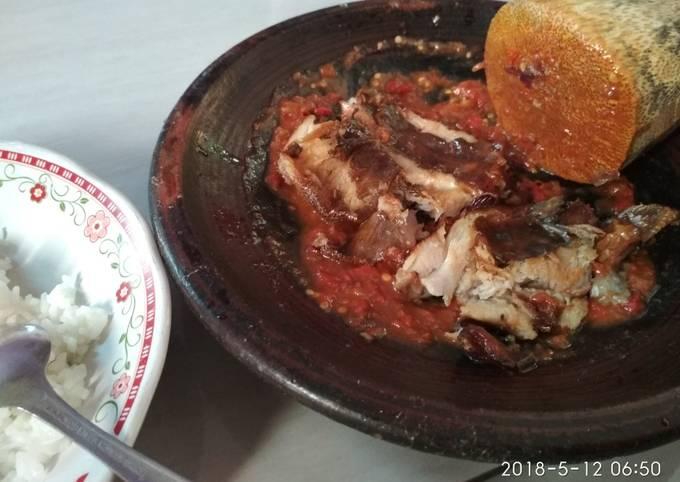 Resep Sambal Penyetan Ikan Pe Bikinramadhanberkesan Oleh Mey S Cookpad