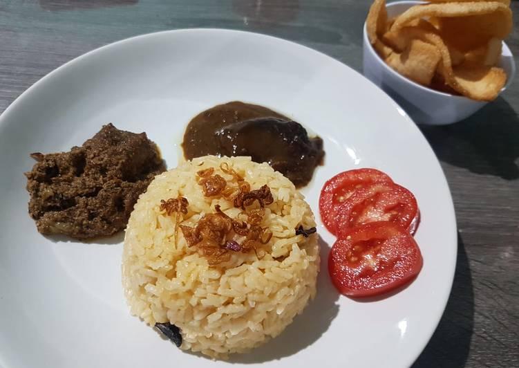 "Nasi Minyak ""Dadakan"""