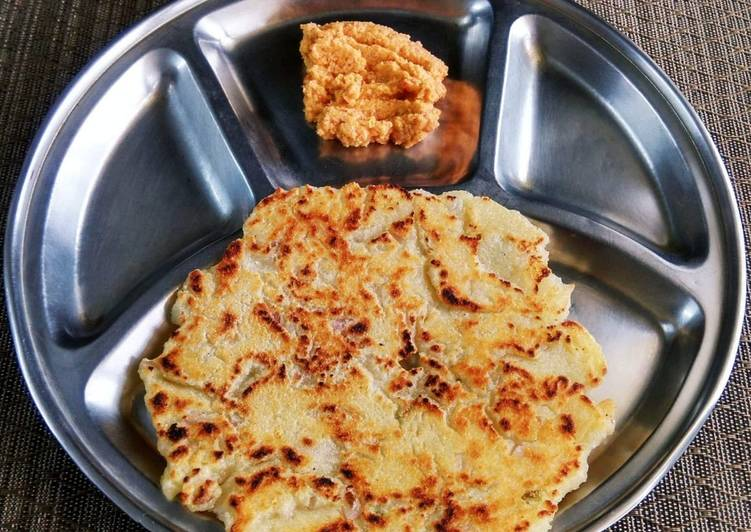 Rava Roti / Suji Thalipeeth with Red Coconut Chutney