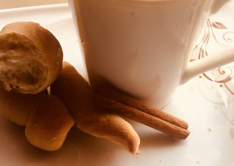 5 Minute Recipe of Cooking Cinnamon tea with homemade bread